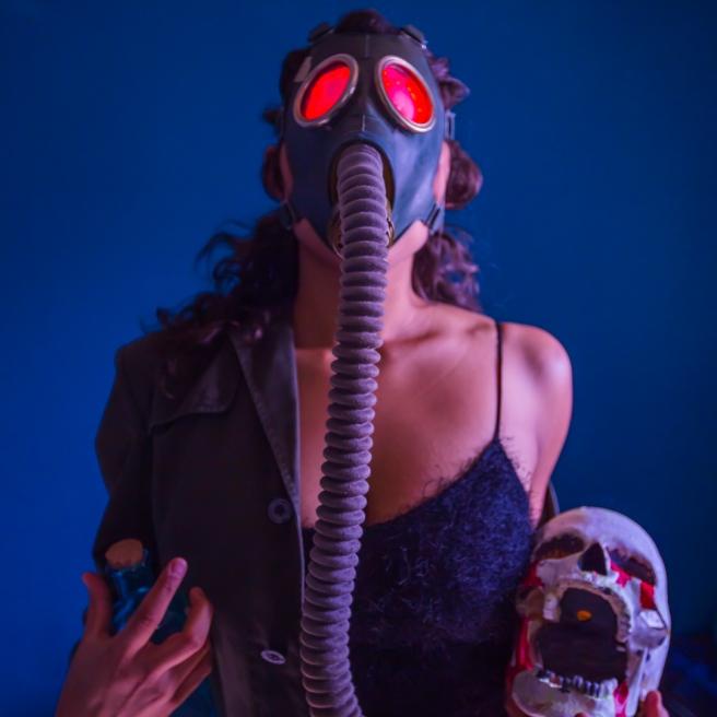 skull-gasmask-creepy-film-glowingeyes-joesegre-squareformat-color-conceptart
